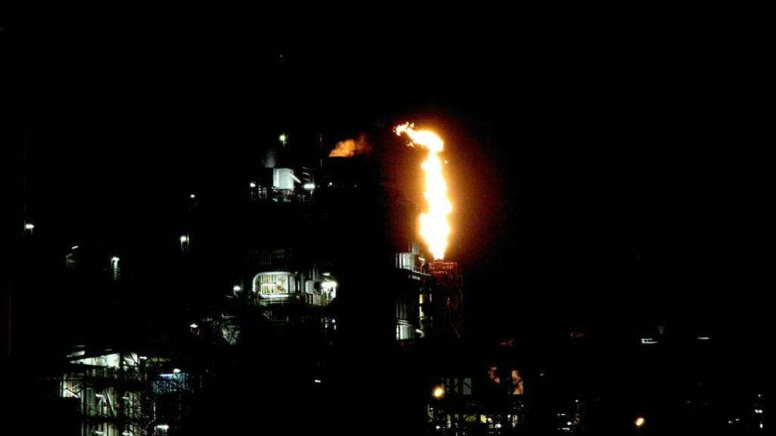 Die BASF fackelt wieder überschüssige Gase ab. (Archivfoto)