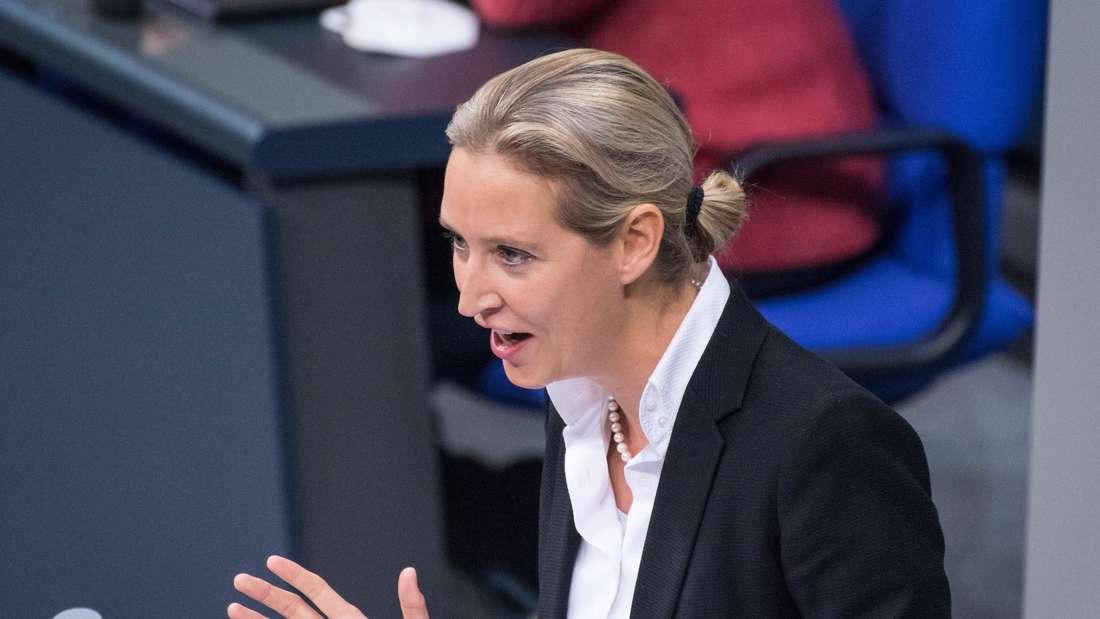 AfD-Politikerin Alice Weidel hält eine Rede im Deutschen Bundestag.