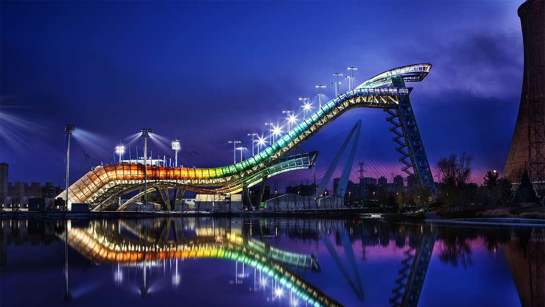 """Olympia 2022: Große Show bietet die Schanze """"Big Air Shougang"""" in Peking, wo im Freestyle und im Snowboard um Medaillen gekämpft wird."""
