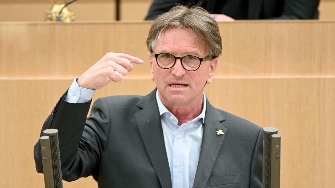 Manne Lucha im Landtag Stuttgart.