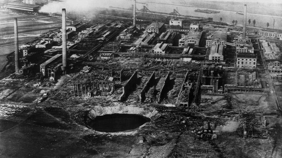 Das Archivbild von 1921 zeigt das Oppauer Werk der BASF nach der Explosionskatastrophe. Am 21. September 1921 explodierte in dem BASF-Werk ein Silo mit Ammonsulfatsalpeter. Bei dem Unglück starben 561 Menschen.
