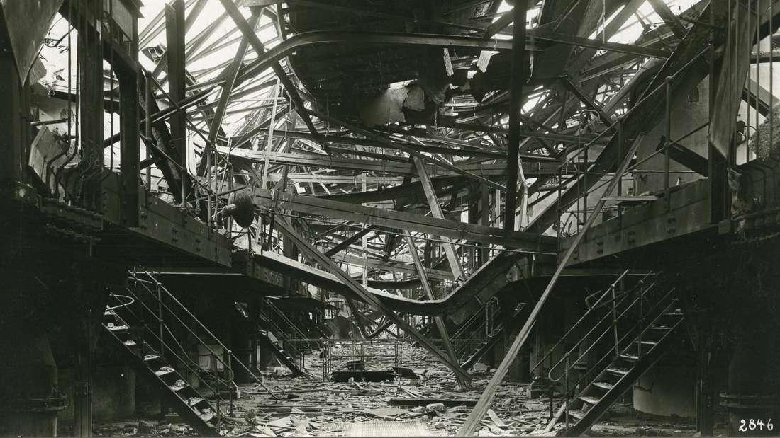 Zerstört ist das Oppauer Werk der BASF nach der Explosionskatastrophe. Am 21. September 1921 explodierte in dem BASF-Werk ein Silo mit Ammonsulfatsalpeter.