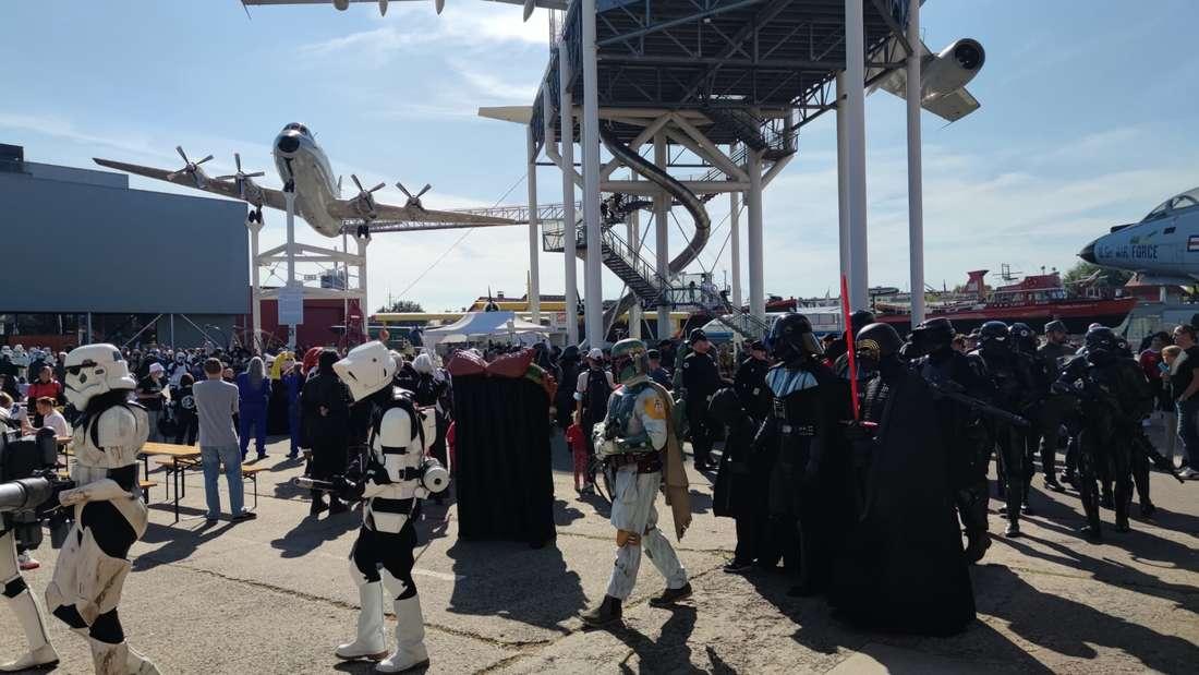 Auch die legendäre Parade mit sonst hunderten Sturmtruppen und Cosplayern fällt dieses Jahr kleiner aus.