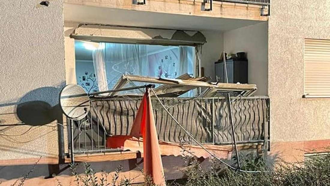 Die nach der Akku-Explosion völlig zerstörte Fensterfront der Wohnung im pfälzischen Eisenberg.