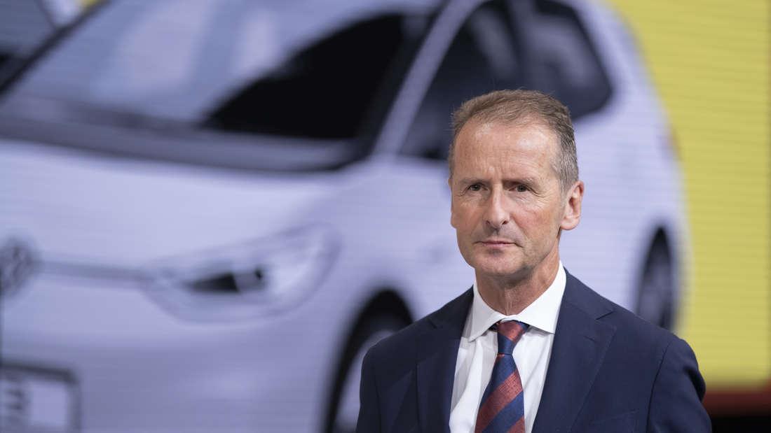 VW-Chef Herbert Diess nimmt bei seiner E-Auto-Offensive jetzt auch die Führungskräfte in die Pflicht.